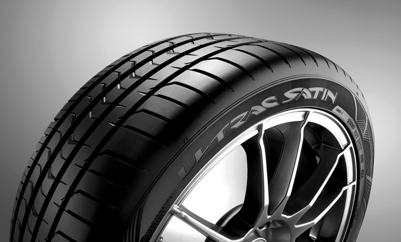 245/45R17 99Y (ZR) XL Ultrac Satin